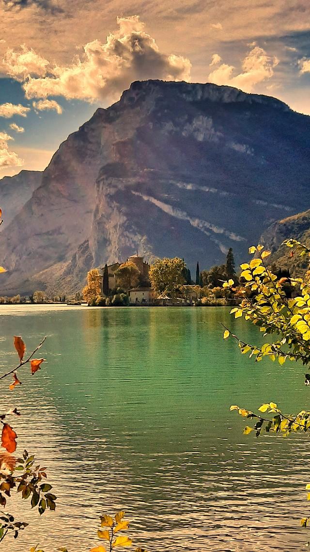 lago toblino autunno