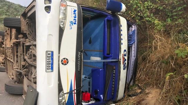 Ônibus com candidatos do concurso da Funsaúde tomba em Tianguá e deixa quatro mortos e 34 feridos