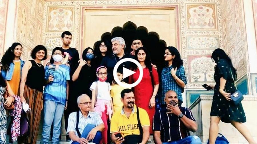தல அஜித் தாஜ்மஹாலில் தன் ரசிகர்களுடன் எடுத்த வீடியோ!