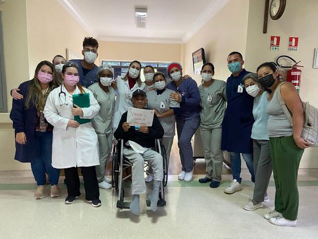 Idoso fica 191 dias internado com Covid, sendo 100 deles intubado, tem alta e agora deve R$ 2,6 milhões a hospital particular