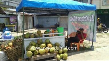 Kelapa Muda Segar di Jl Ombak Dumai