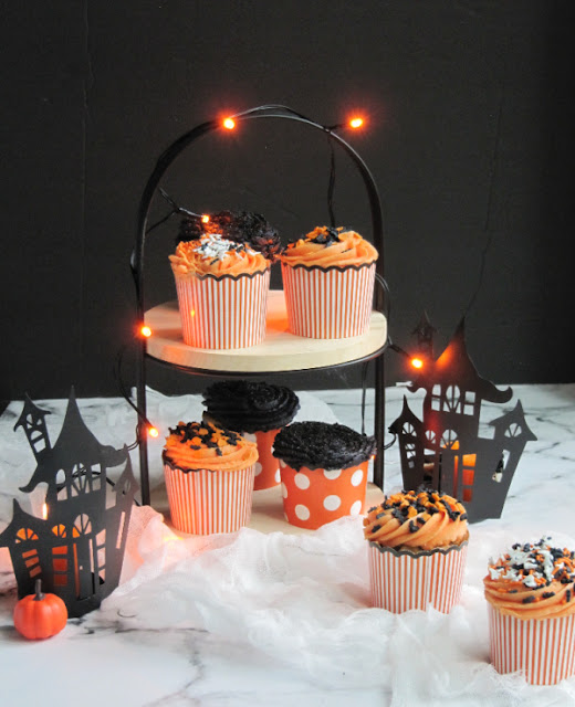 https://pineconesandacorns.com/2021/10/halloween-pumpkin-carrot-cake-cupcakes-with-buttercream-icing-and-sprinkles/