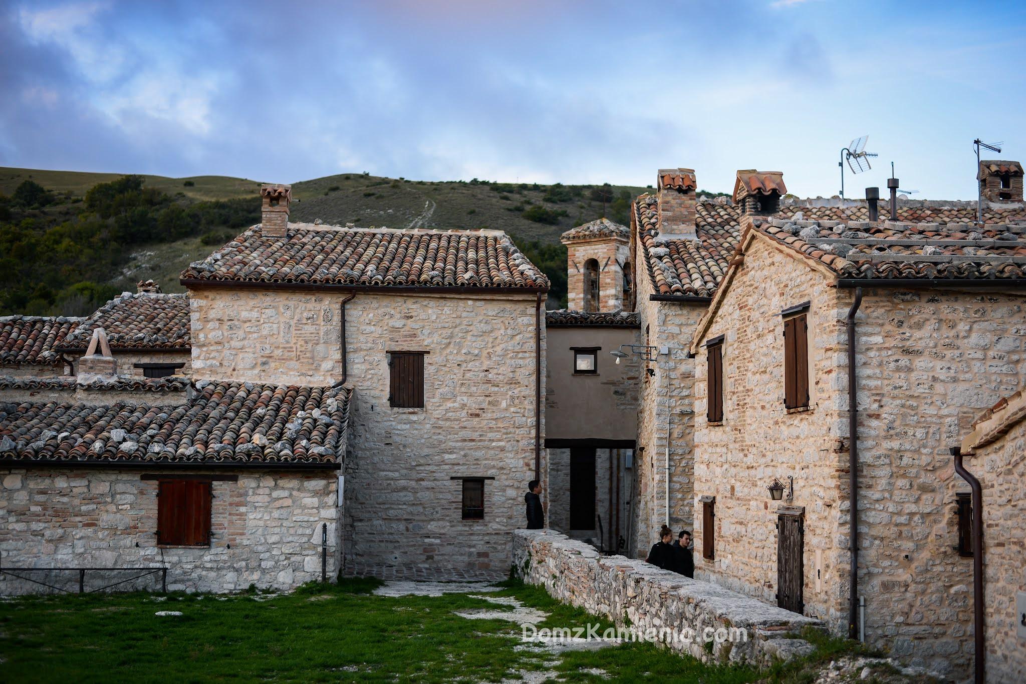 Elcito, Marche nieznany region Włoch, Dom z Kamienia blog
