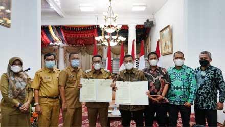 Pemkab Tanah Datar dan Direktur Politeknik Negeri Padang Tandatangani Nota Kesepakatan