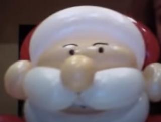 Weihnachtsmann als Ballonfigur aus Modellierballons.