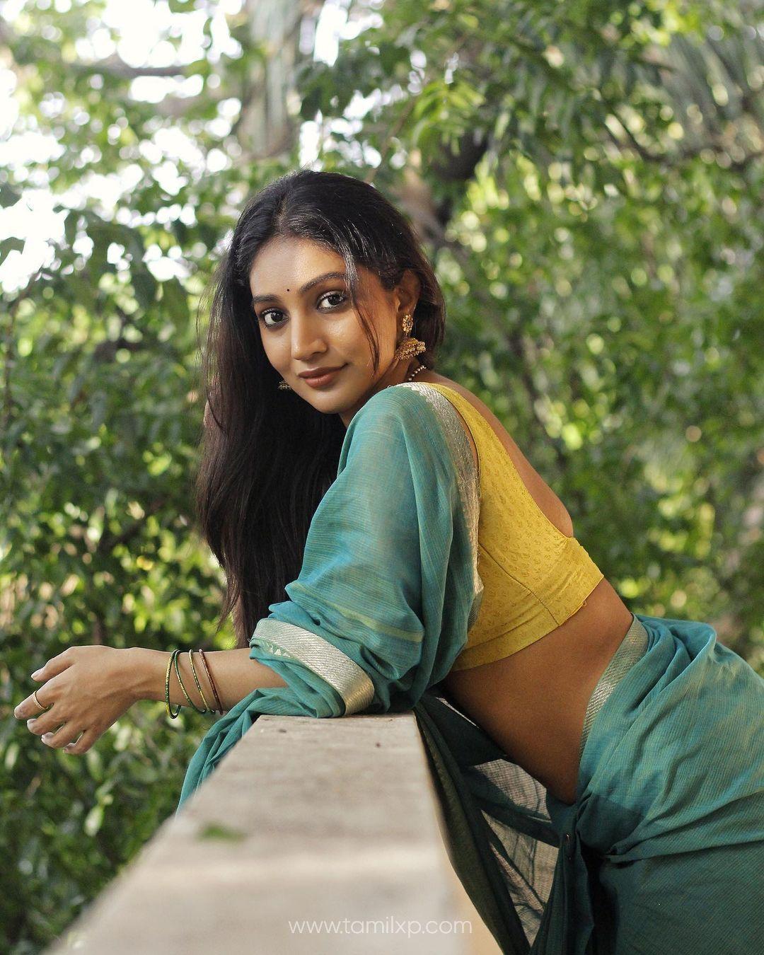 Bommu Lakshmi Saree Photos