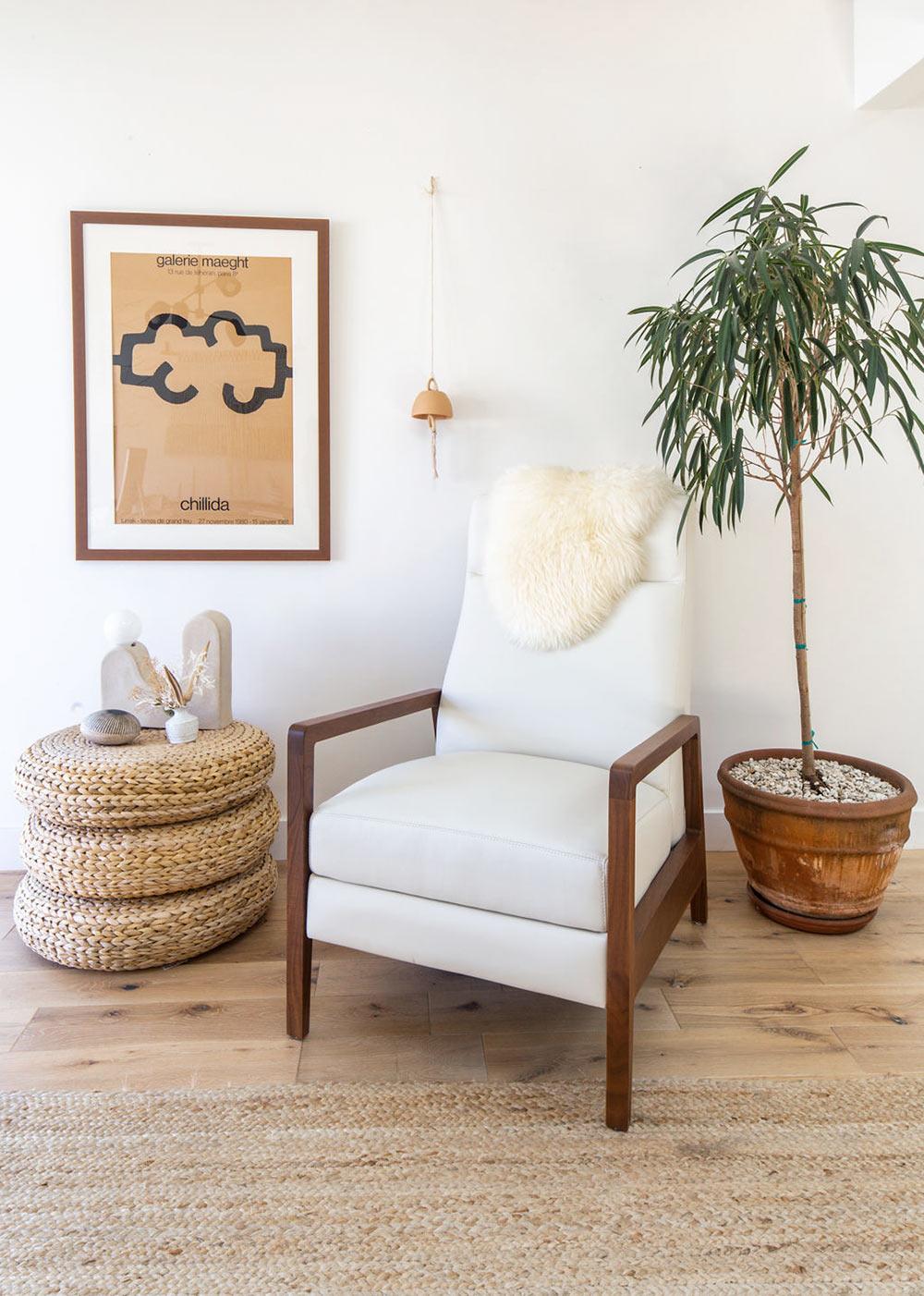 Zona de relax en despacho con sofá reclinable