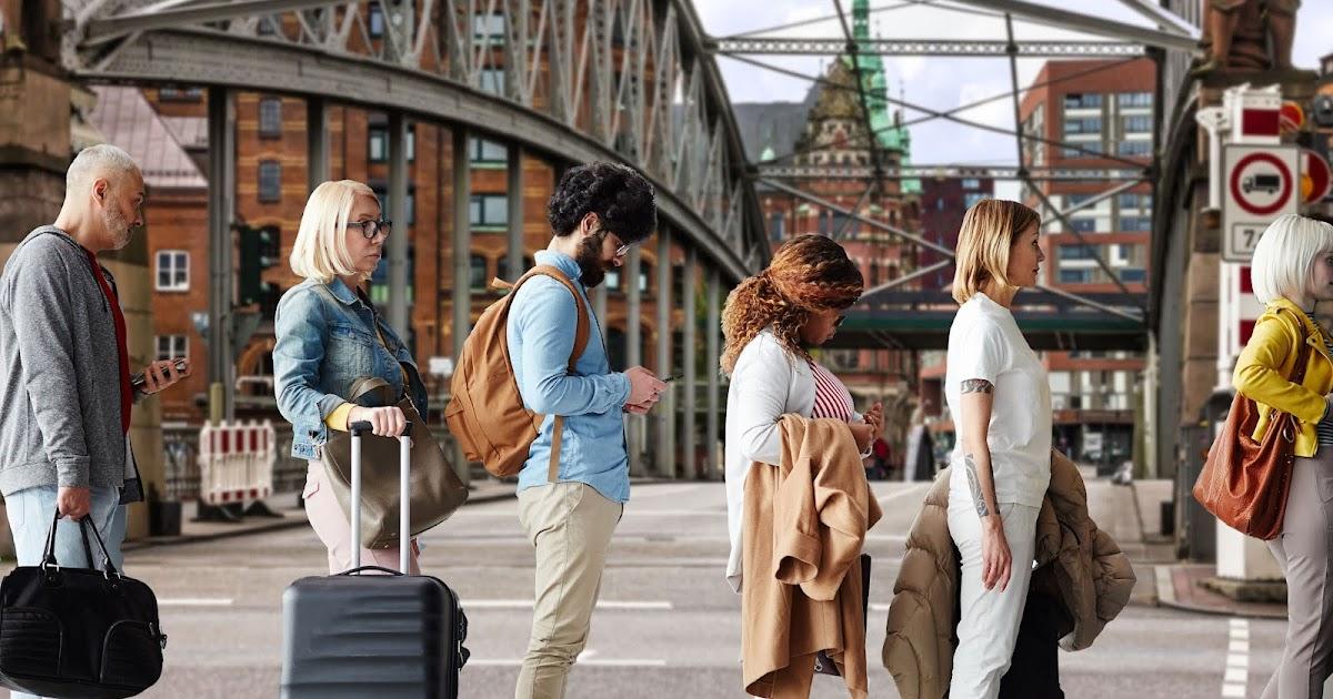 Glück im Unglück: BER-Warteschlange für Flug nach Hamburg endet in Hamburg