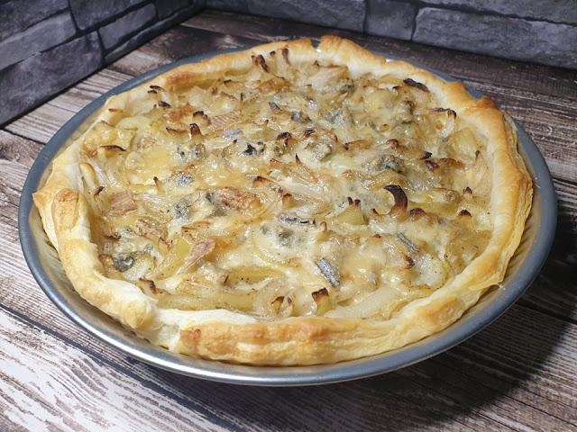 Tarta cebulowa z boczkiem i gorgonzolą