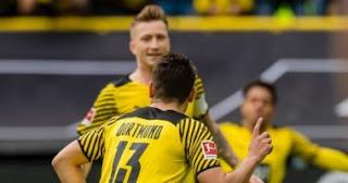 وانتهت مباراة دورتموند وأوغسبورغ يوم السبت ، وكجزء من الجولة السابعة من الدوري الألماني ، فاز دورتموند 2-1.