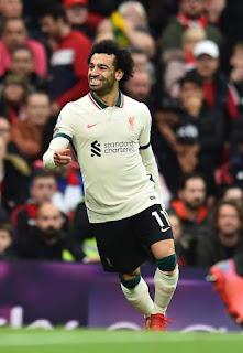 بعد ثلاثة اهداف في شباك مانشستير يونايتد الحمرا⚽️هل سيتم اختيار  محمد صلاح كافضل لاعب في العالم⁉️🛑
