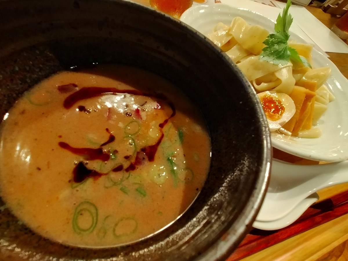つけ汁も豚骨鶏がらスープで、濃すぎず美味しい。