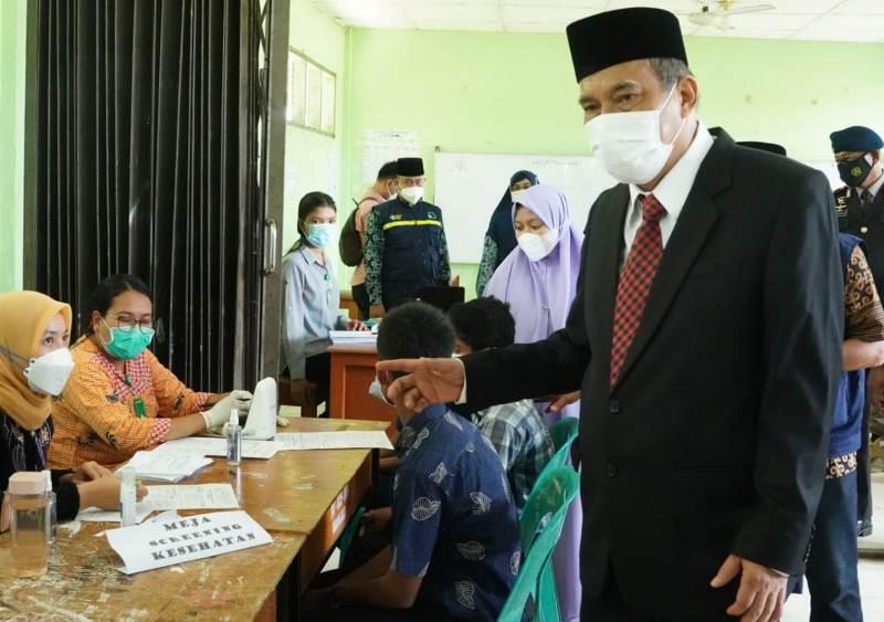 Berlangsungnya PTM, Walikota Tinjau Kegiatan Vaksinasi bagi Peserta Didik Tebing Tinggi