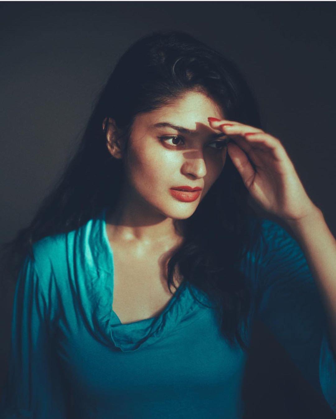 Actress Vaibhavi Shandilya Wallpapers