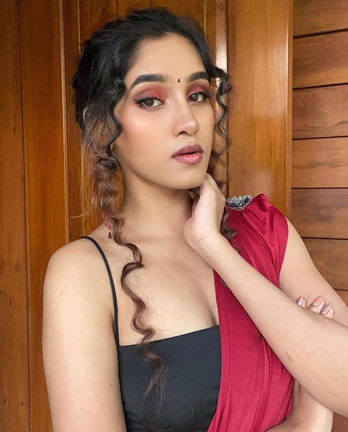 Indian model and social media celebrity Samruddhi Jadhav Sexy Pictures Navel Queens