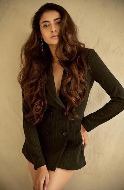 Starplus TV Show Mehndi Hai Rachne Waali Actress Shivangi Khedekar Sexy Photos Navel Queens