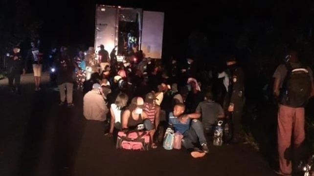 Polícia da Guatemala resgata  mais de 120 imigrantes presos em um contêiner