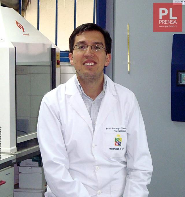 Dr. Rodrigo Valenzuela,