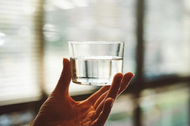 Perbanyak minum putih untuk kesehatan kulit