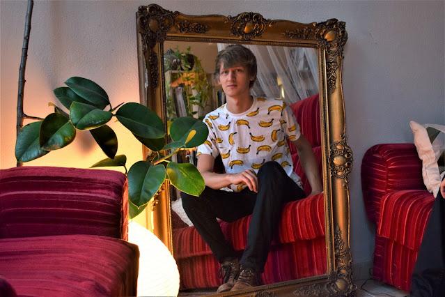 Bandi a tükörben  | Bárány János fotója