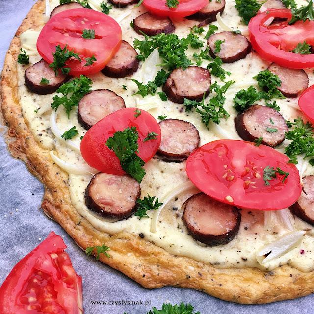 Pizza na spodzie serowym