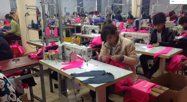 Công nhân tại công ty may mặc Song Phú