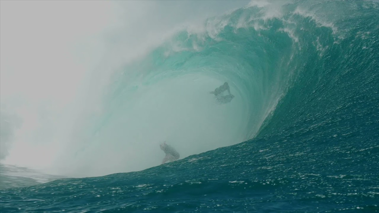 Justine Dupont s Near Miss - Teahupoo October 2021