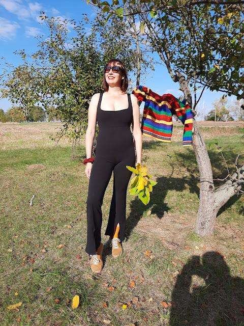 https://femmeluxe.co.uk/black-thick-strap-square-neck-split-flare-leg-bodycon-jumpsuit-beryl