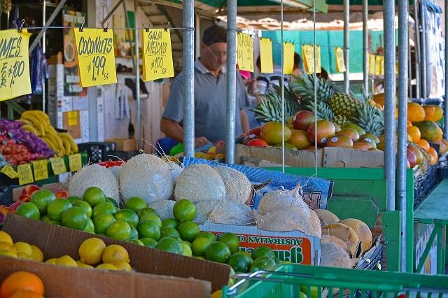 gambar buah dan sayur di jual