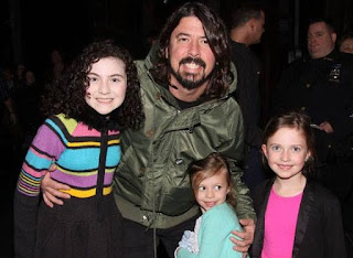 Harper Willow Grohl with her father Dave and her siblings sisters
