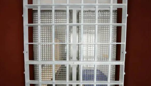 """فرنسا.. حكم بالسجن على مدانة في قضية """"وثائق دبي"""""""