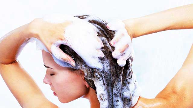 مادة خطِرة في الشامبو تتسبّب في تساقط الشعر