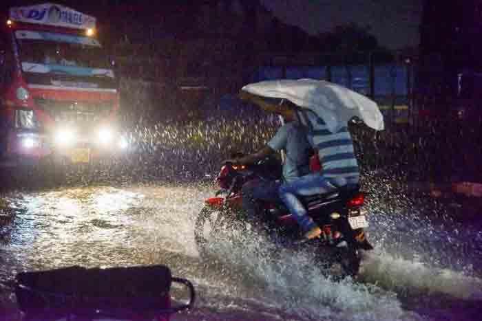 Heavy rains to continue in Kerala: Orange alert issued for six northern districts, Thiruvananthapuram, News, Rain, Warning, Trending, Kerala