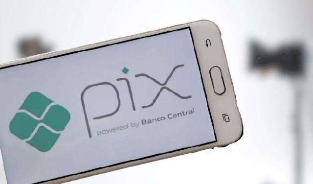 Bancos começam a cobrar por transferências por PIX; entenda