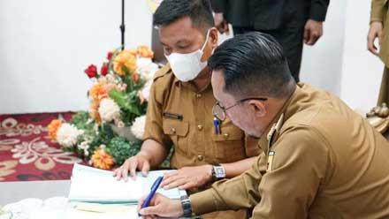 Eka Putra saat tandatangani SK PKKPR