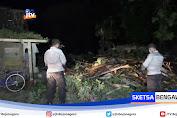 Cuaca Buruk, 6 Rumah Rusak Dan 1 Unit Mobil Tertimpa Pohon