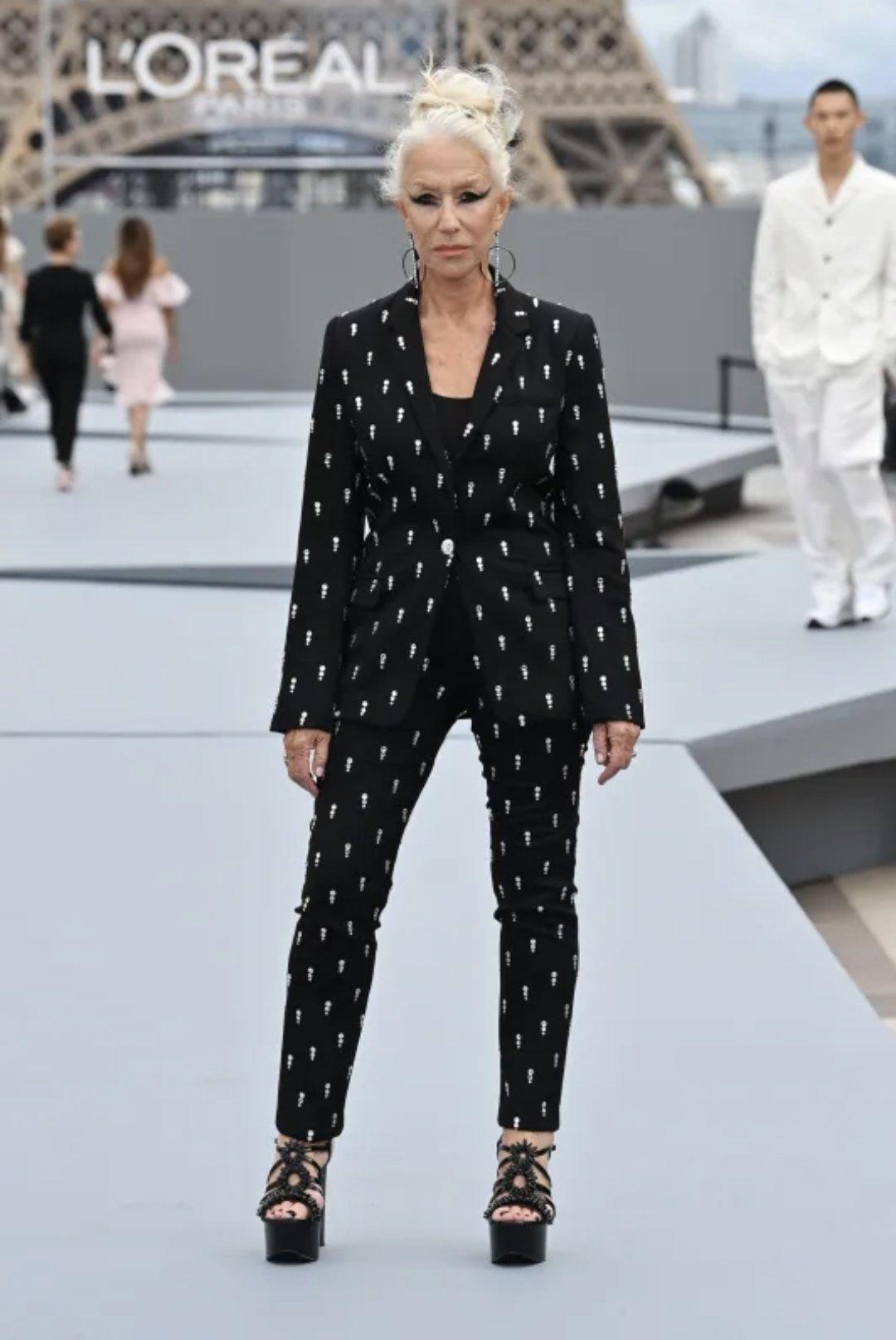 L'Oreal catwalk - Paris Fashion Week