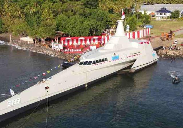 Kapal Cepat Rudal KRI Golok 688 Resmi Meluncur dengan Airbag System