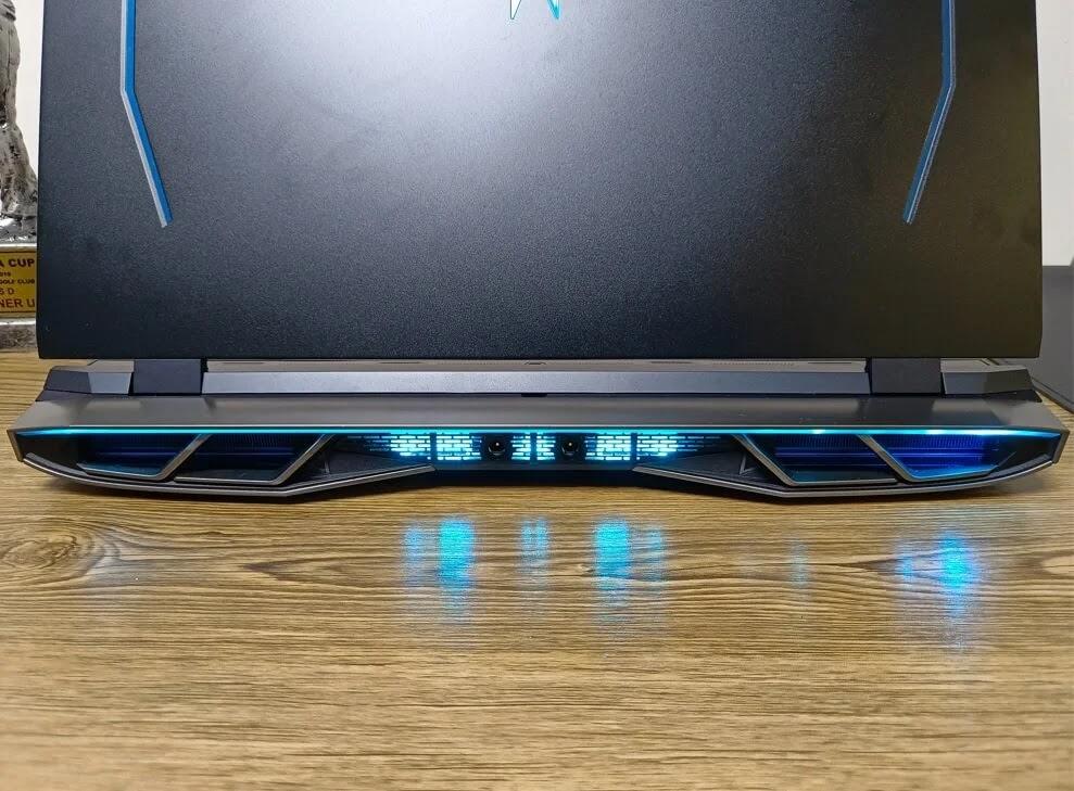 Acer Predator Helios 500 Charging Ports