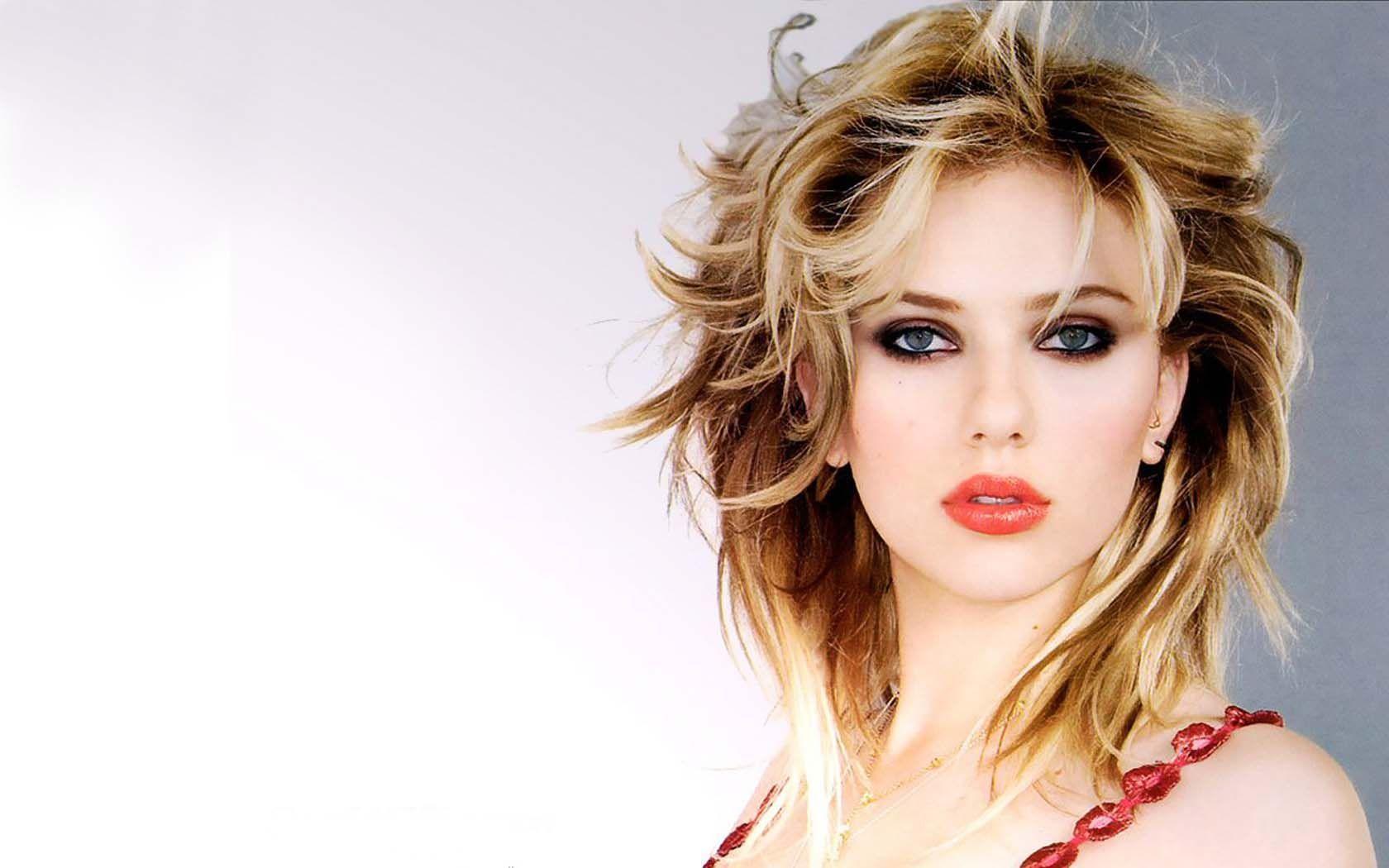 Scarlett Johansson Beauty Queen