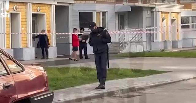 В Москве с 18-го этажа выпрыгнула женщина с двумя малолетними детьми