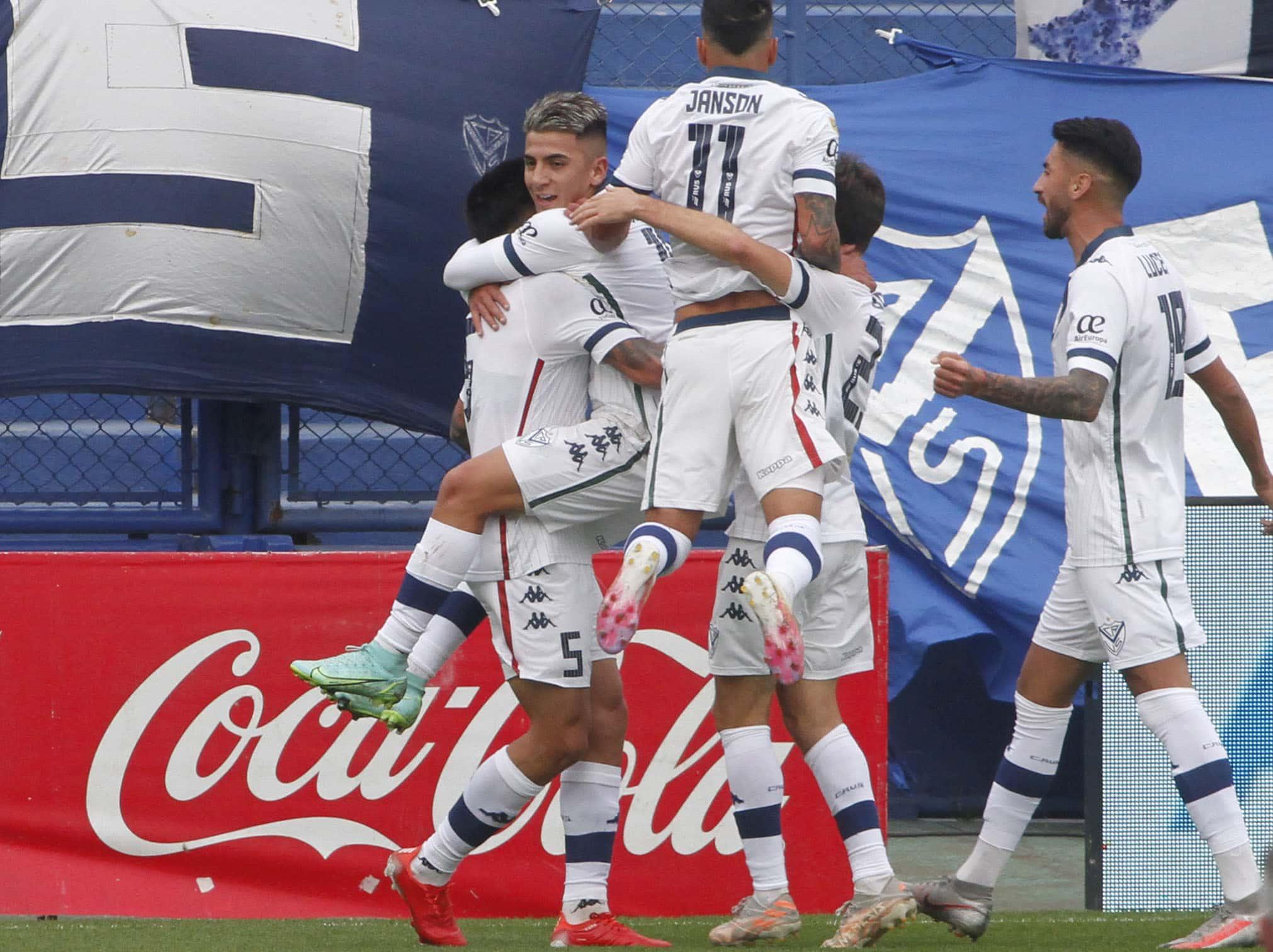Vélez cortó la racha sin goles y aplastó a Lanús en el Amalfitani