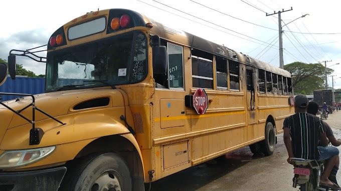 Se incendia autobús de migración en la frontera de Elías Piña; se rumora haitianos provocaron el fuego