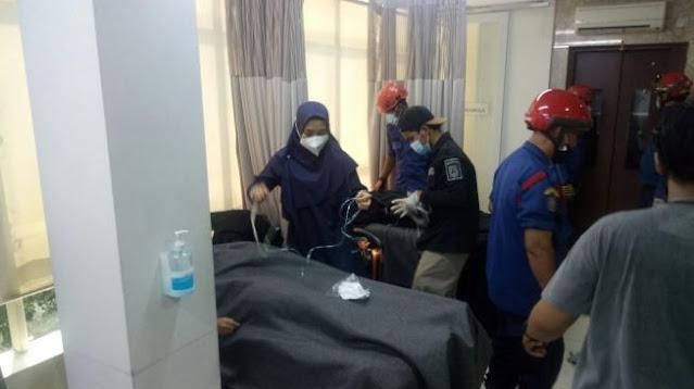 Tragis! 8 Orang Terjebak Dalam Lift di Klinik Kecantikan Kelapa Gading