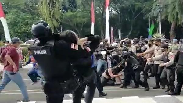 Mahasiswa Cilegon Kutuk Polisi 'Smackdown': #PolriTegasHumanis Bullshit