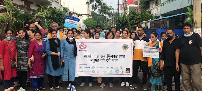 गाँधी जयंती पर स्वास्थ्य जागरूकता मार्च में बच्चों संग दौड़े बुजुर्ग
