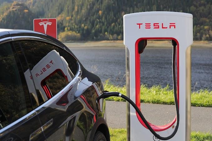 Tesla Market Cap Reaches $900 Billion