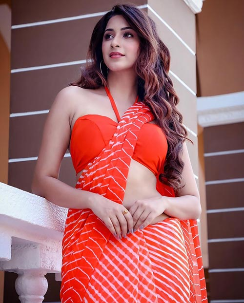 Esshanya Maheshwari wears sarees that show off her gorgeous figure and toned belly Navel Queens