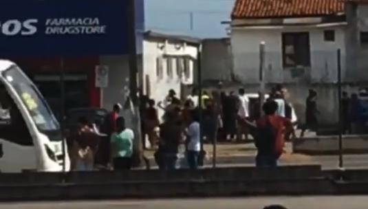 VÍDEO: Mulher é executada a tiros em estacionamento de farmácia na Zona Norte de Natal