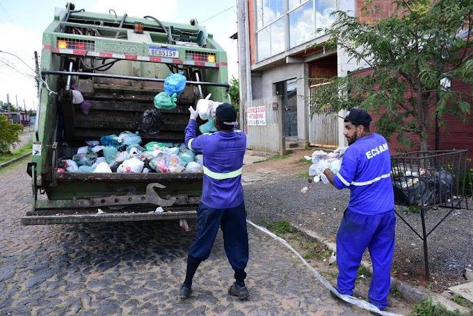 Oito caminhões estão na rua para colocar serviço de coleta de lixo em dia em Cachoeirinha